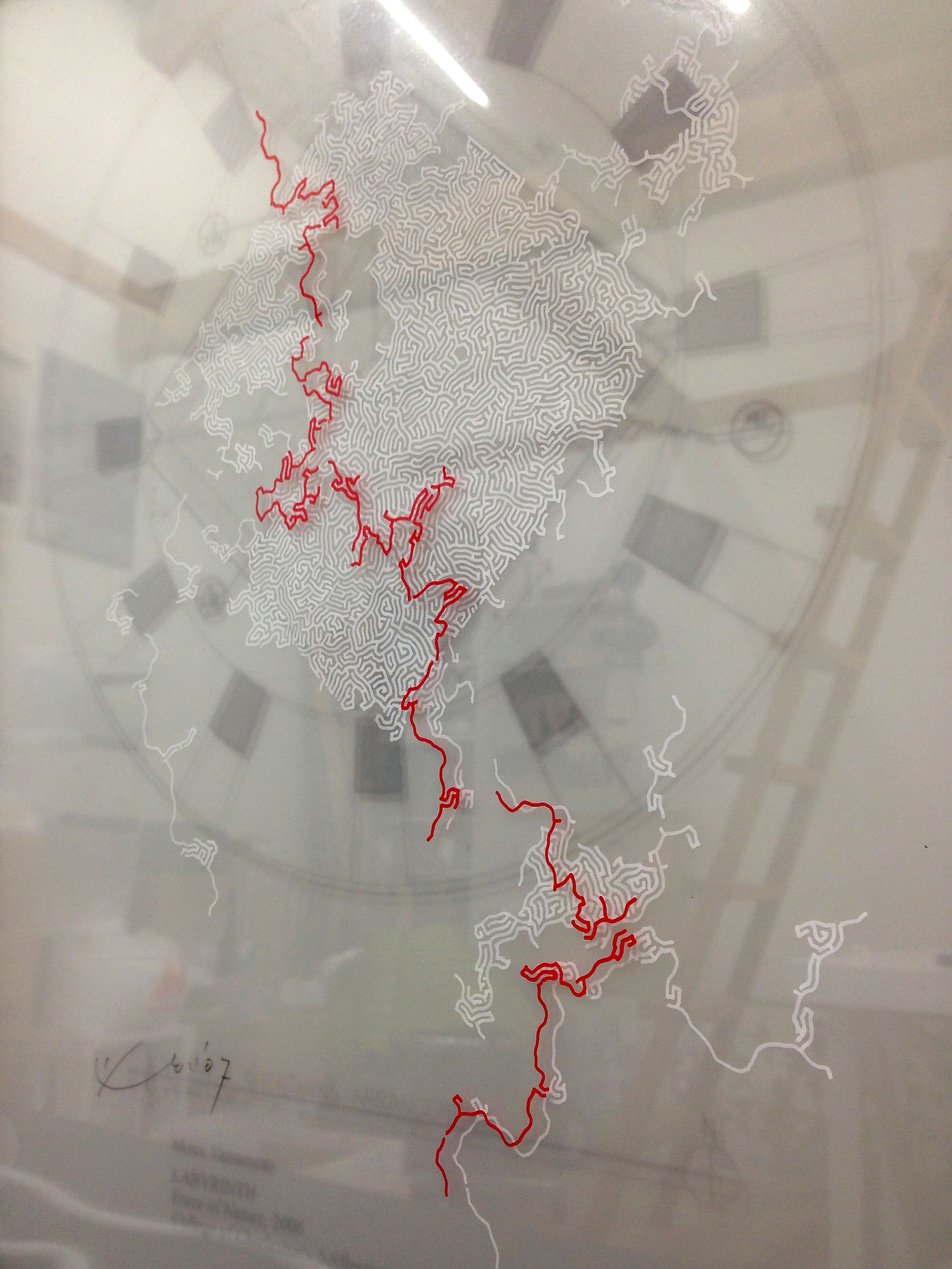 迷宮のドローイング・山本基・トレーシングペーパーをガラスで挟み込んだ作品