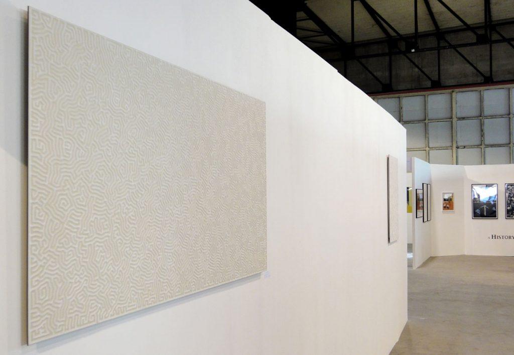 現代美術アーティスト・山本基が細密に描いたソルトドローイング。